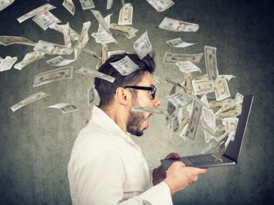 給料ダウンの危機を副業でカバーしたい…副業している人はどんな仕事でいくら稼いでいるの?(ファイナンシャルフィールド)